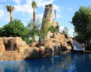 Decoración de piscina Camping Azahar en Peñíscola