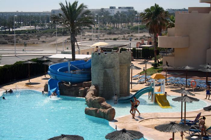 Piscina tem tica en el hotel alcazaba mar de almer a for Piscinas almeria