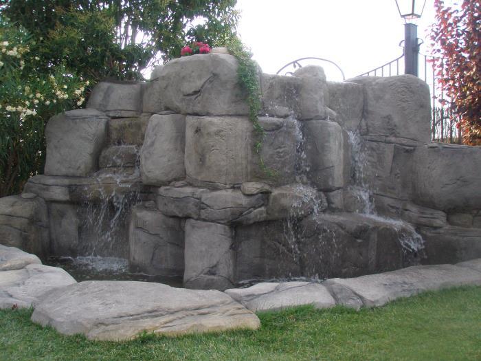 Estanque el les garrigues rocas art for Piedras artificiales para jardin
