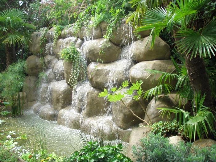 Estanque en pedralves rocas art for Estanques de jardin prefabricados